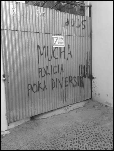Mucha Policía Poca Diversión